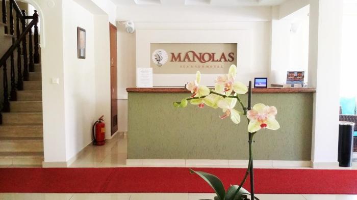 Manolas